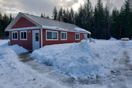Rural, minutes from town, sledding and boat launch