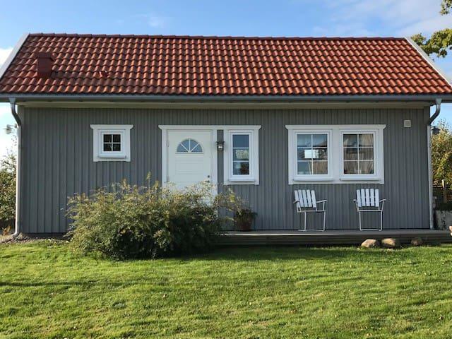 Nybyggd gäststuga på Kålland 15 min från Lidköping