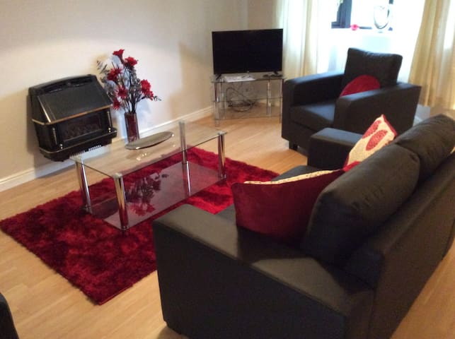 Heaton Grange, stylish 3 bed house with garden - Batley - House
