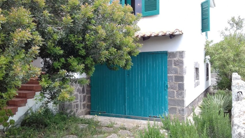 """Charming Home """"Casa del Lentischio"""" Close to Beach with Patio & Air Conditioning; Pets Allowed"""