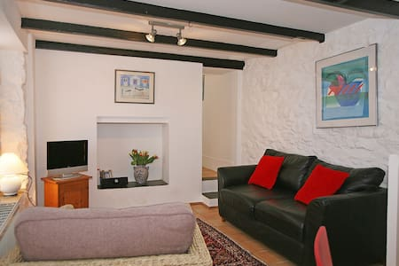 Cosy cottage by the beach with parking - St Ives