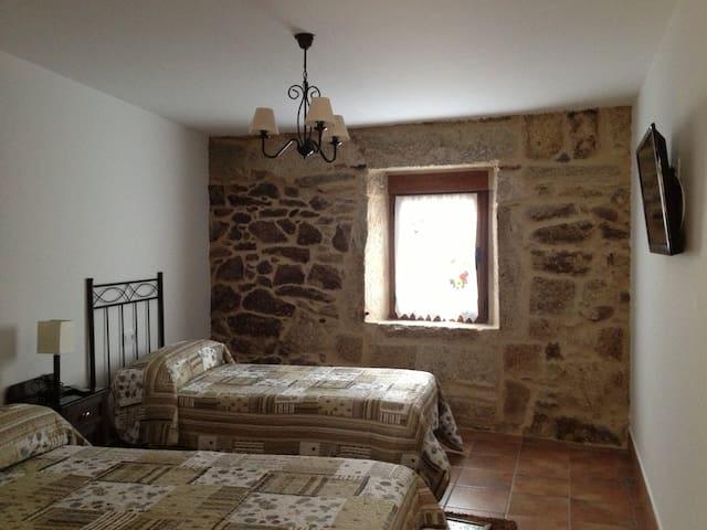 Habitación doble + baño privado - San Cristovo de Cea, Ourense - Дом