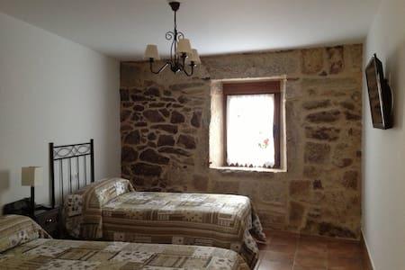 Habitación doble + baño privado - San Cristovo de Cea, Ourense - House