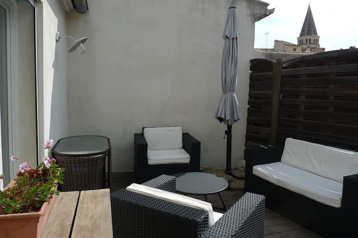 Centre de Nîmes : beau 3 pièces avec terrasse