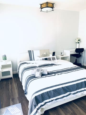 Ariya Suite, 1 Queen, Private Bed & Bath