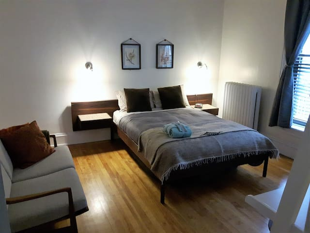 Private bedroom in downtown core