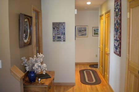 Tanglewood Retreat with piano! - Hillsdale - House