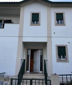 Quarto espaçoso (próximo da A1/ Fátima) - Pousos - Ház