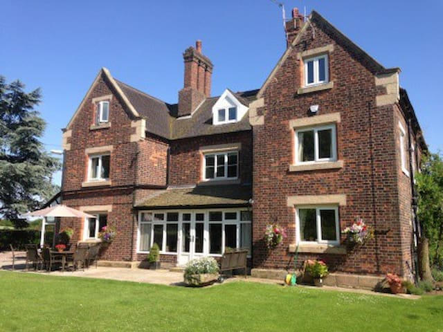 whitethorn bed and breakfast - Astbury