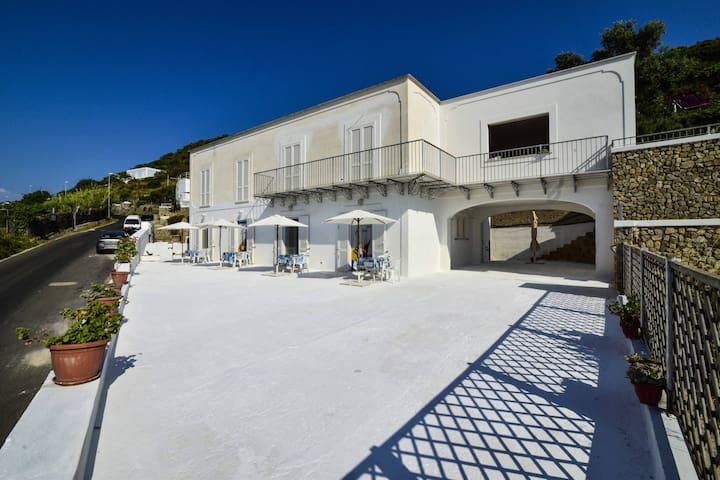 SoleMarePonza affitta stanze matrimoniali Forna 1