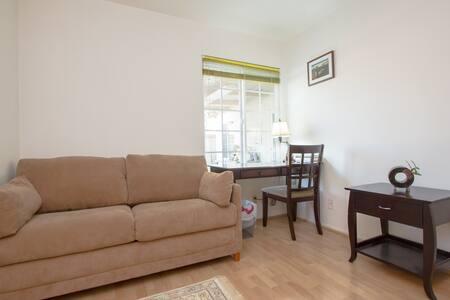 Classy Room in Cerritos - House