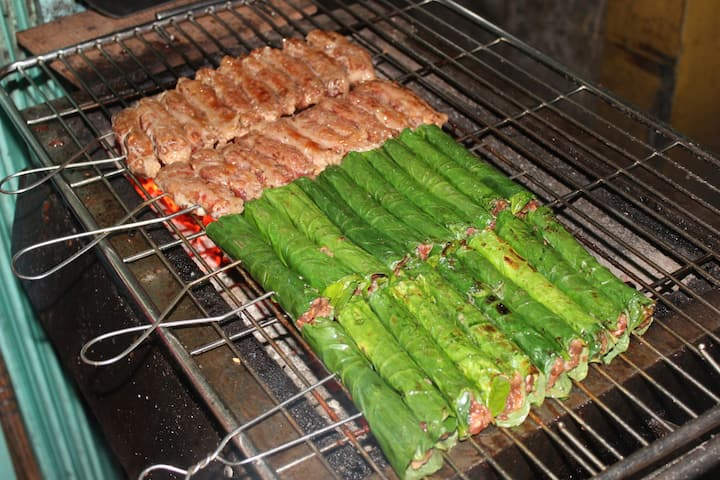 Grilled beef wrapped in betel leaf