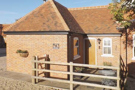 Walnut Cottage (28643)