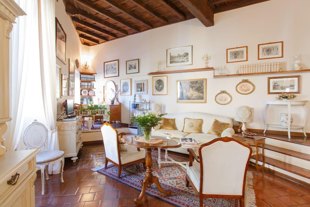 Il salotto con la collezione di stampe antiche