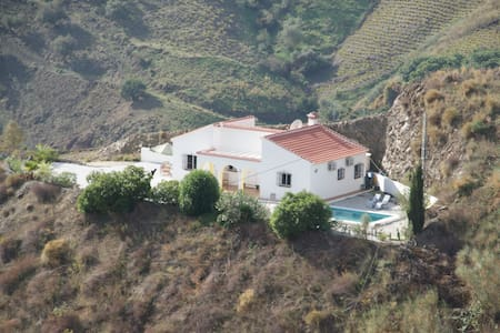 Beautiful villa with pool - Almachar