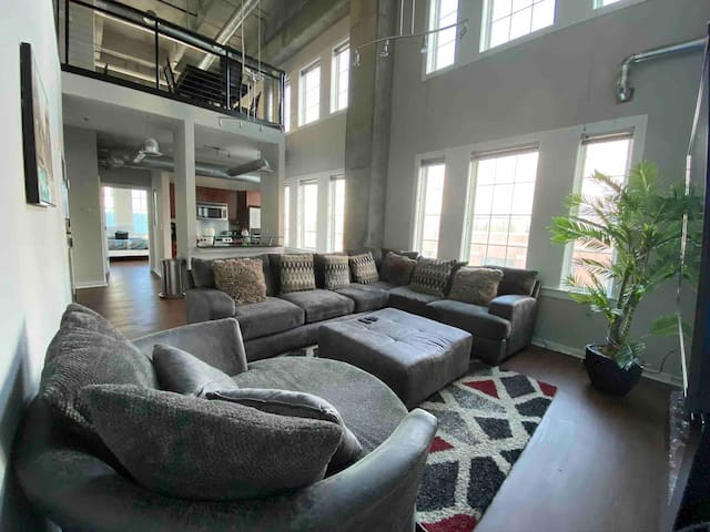 MUST SEE! - Tropical Luxury Loft- Atlantic Station