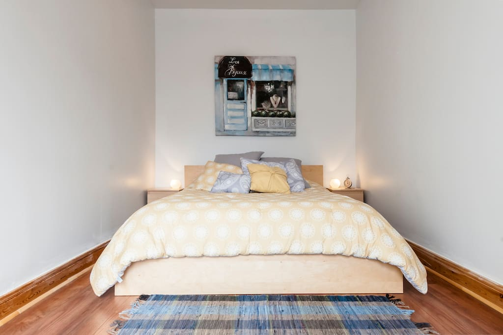 Soft linens and a comfortable queen bed will put you to sleep instantly!