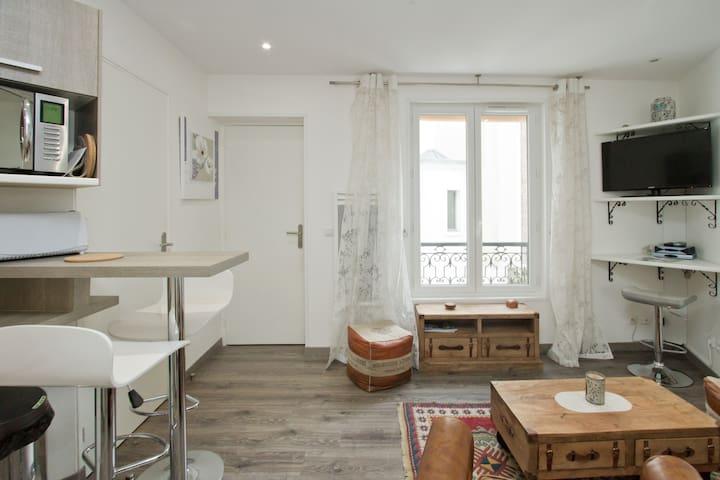 Champs-Elysées av., 2 rooms, quiet