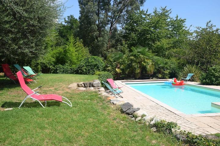 Gerenoveerd appartement in Ardèche met gedeeld zwembad