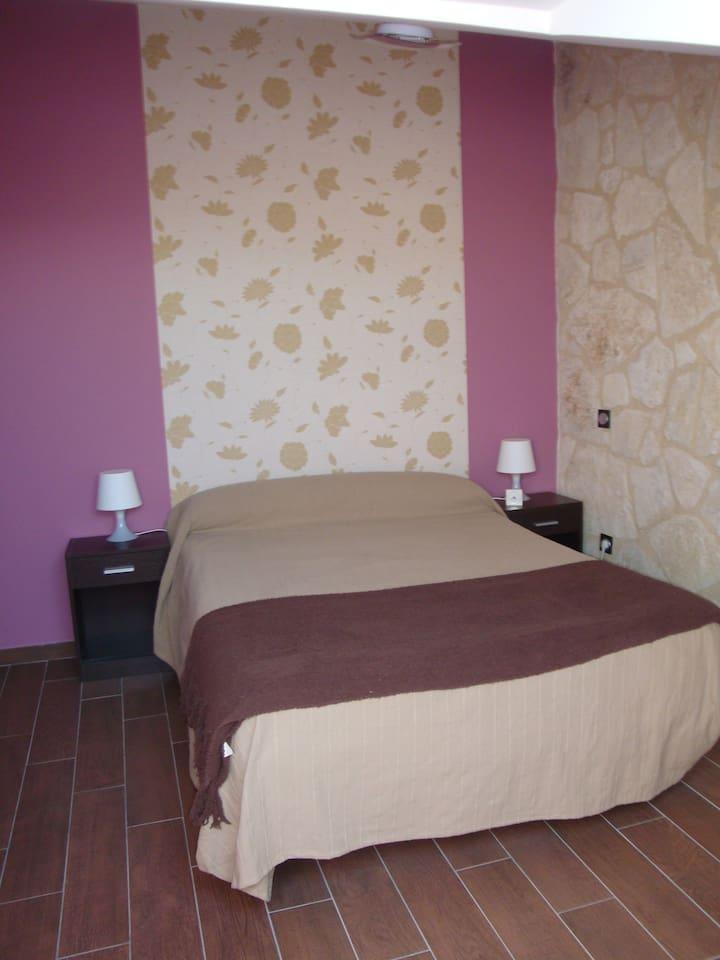 Habitación con cama de 1,35cm.