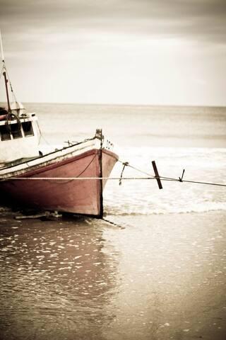 The classic 'Punta del Diablo postcard shot' of fishing boats down on 'Playa Pescadores' (Fishermasn's Beach)