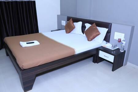Hotel Om Executive Lodge Ichalkaranji Deluxe Room