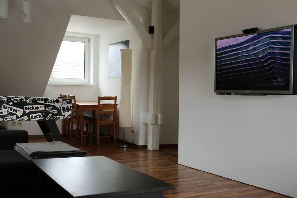 Wohnzimmer mit Zugang zur Küche