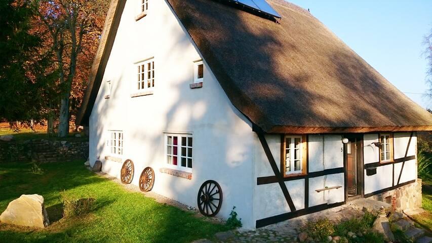Vorderansicht Haus Hermann; 3 Ferienwohnungen für 10 - 14 Personen