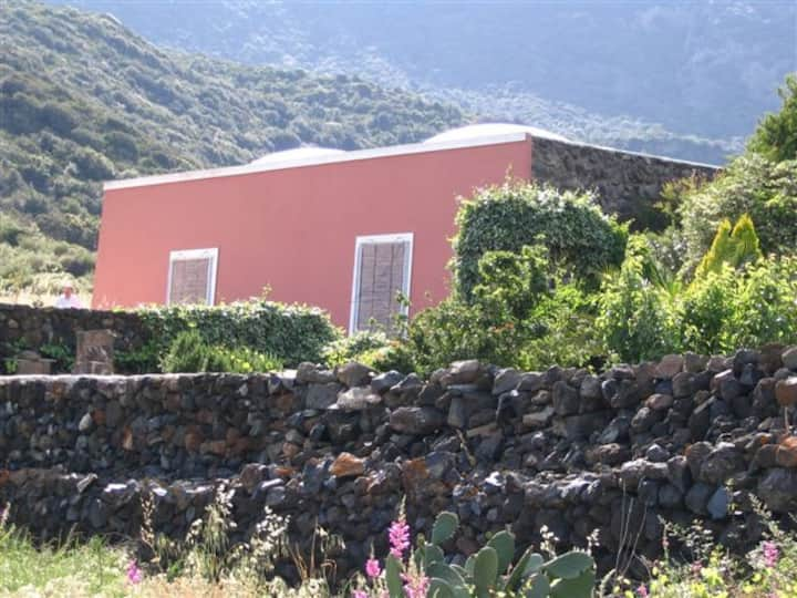 Typical Holiday house in Pantelleria-Rooms & Beds