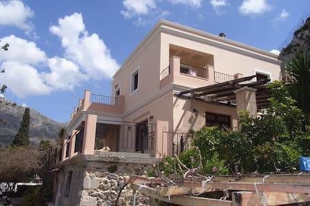 Lovely traditional villa near beach - Πάνορμος - วิลล่า