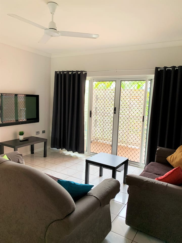 Modern, Spacious Apartment, Close to Cairns City