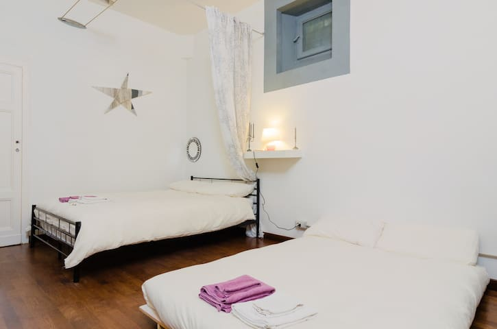 Milan center room with kitchen for 4 guests - มิลาน - บ้าน