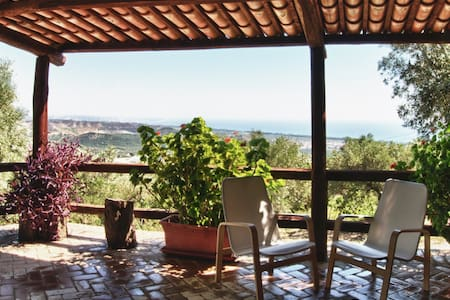 Chalet among olive trees with view of the sea - Copanello - Huvila