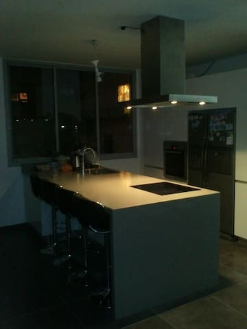 3bd. 2bath. LUXURY apt 15min 2 TLV