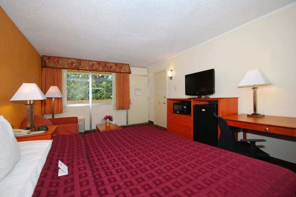 2 Bedroom Suite With Kitchenette Bed Breakfasts For Rent In College Park Maryland United