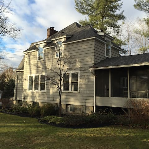 Beautiful home located between Cornell and airport - Ithaca
