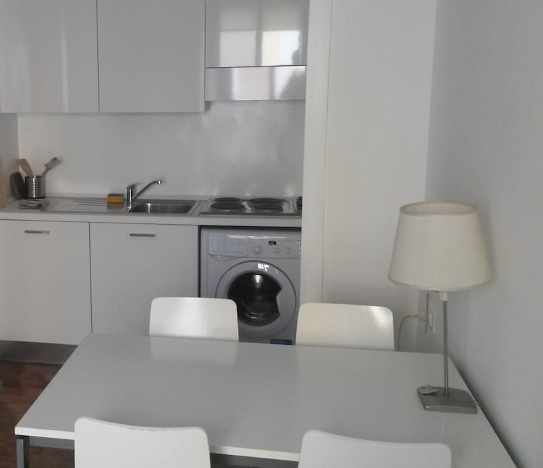 Kitchen and breakfast table