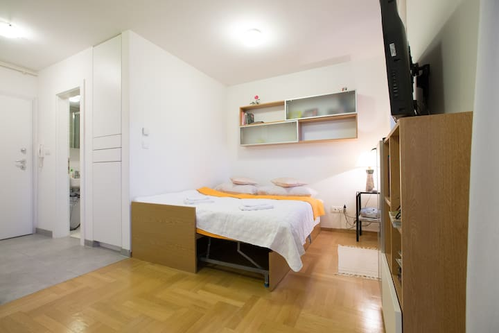 Studio apartman Otok near Air Port