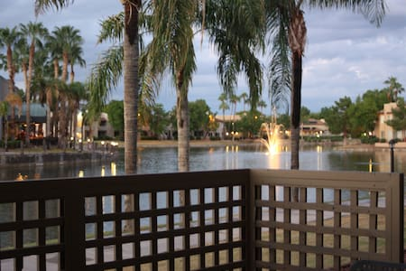 Lakefront 2BR 2Bath Renovated Condo in Chandler! - Chandler - Apartment