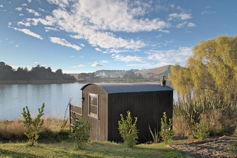 The Bird Hide: rustic luxury 30 mins from the city