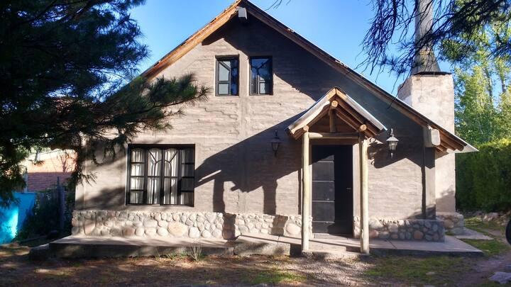 Alquiló Hermosa Casa con Arroyo en el Patio