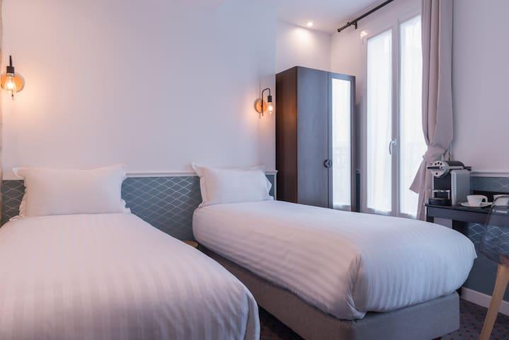 Cute Twin Room near St Martin Canal
