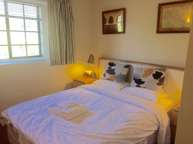 Peaceful and Comfortable Private Monrovia Bedroom