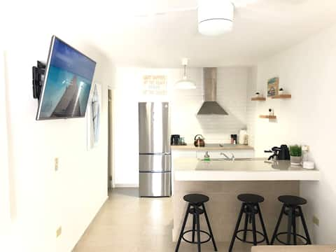Cozy One Bedroom Apt  Just 1 Block From The Beach