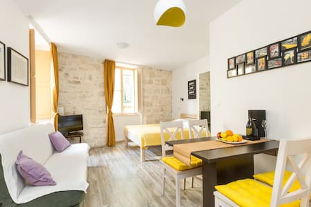 Studio Mila 1 Split Old Town - Split - Apartment