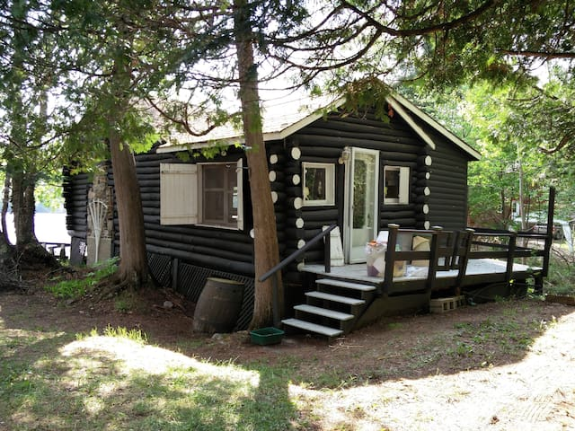 Rustic Cottage Waterfront - Amherst - Chalet