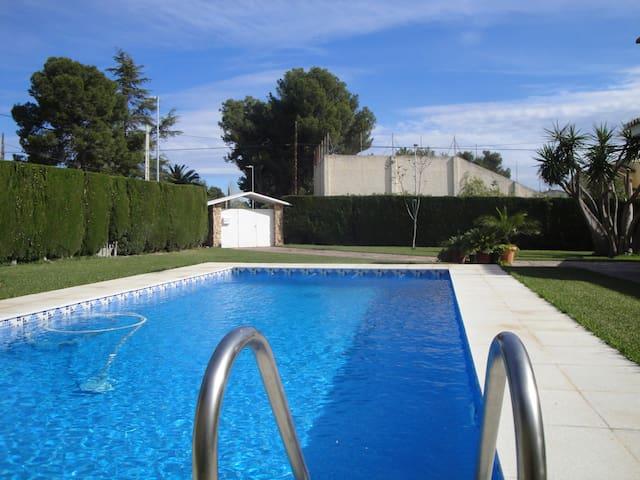 Chalet a 20 minutos de Valencia - L'eliana - Chalet