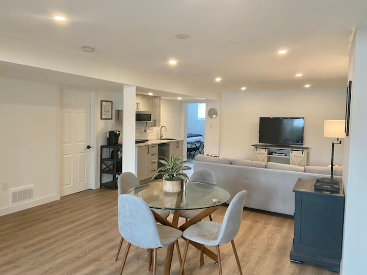 Beautifully renovated Suite in Collingwood!
