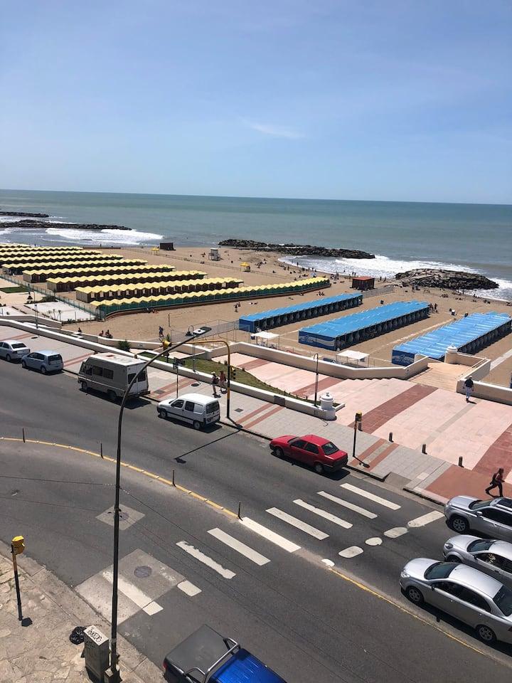 Mar del Plata frente al Mar!Cruzando la calle!!!😀😀