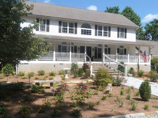 The Point of View-Bunk Room - Saluda - Bed & Breakfast
